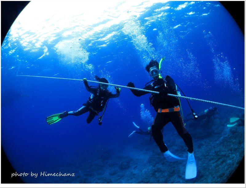 潜降ロープを使ってゆっくり潜降 photo by CANON PowerShot S100