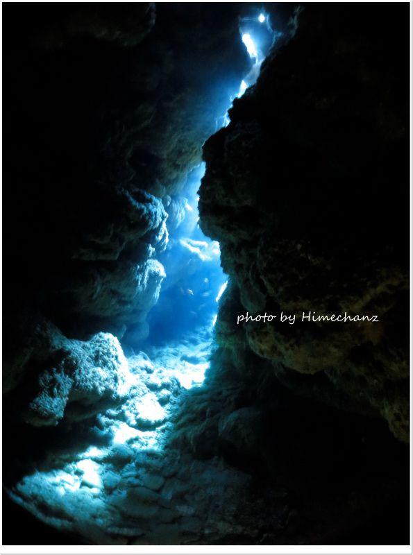洞窟の光ゆらゆら