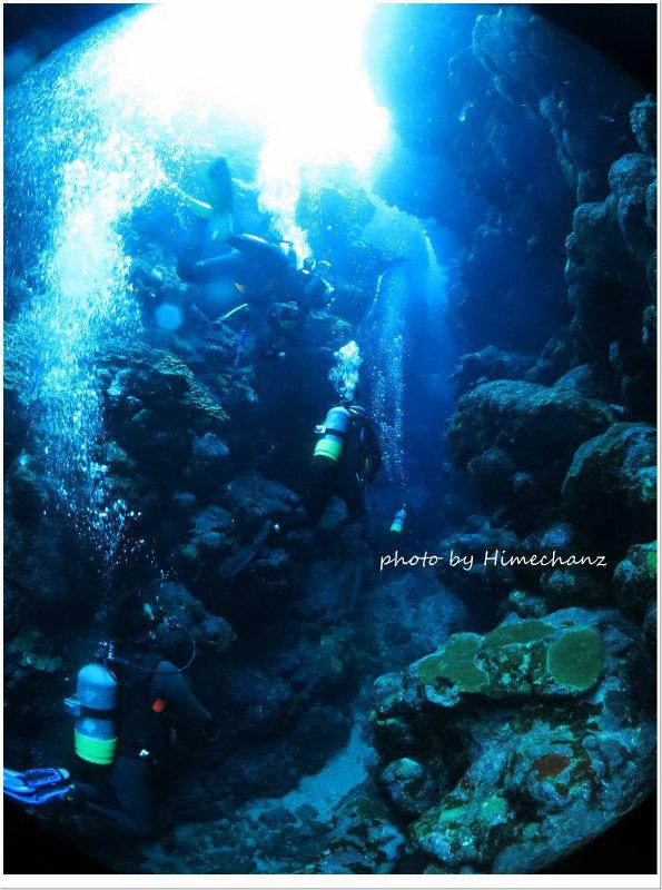 洞窟の入り口もキレイ! photo by CANON PowerShot S100