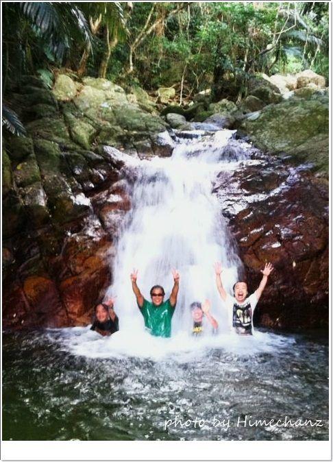 石垣の滝で記念撮影♪