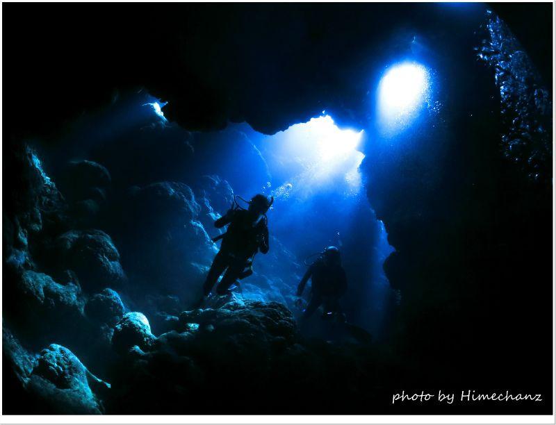 西表島の高那宮殿の光 photo by CANON PowerShot S100