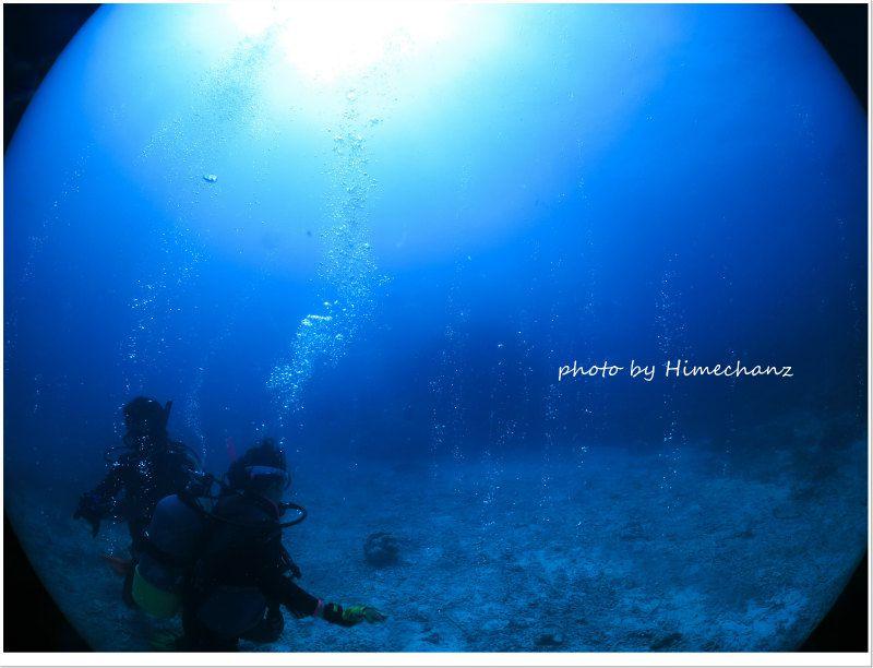 水底から湧くエアーがキラキラ光ってキレイでした! photo by CANON PowerShot S100