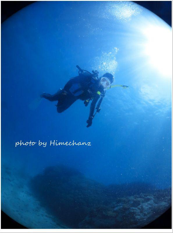 青い海の中、余裕で遊泳中♪ photo by CANON PowerShot S100