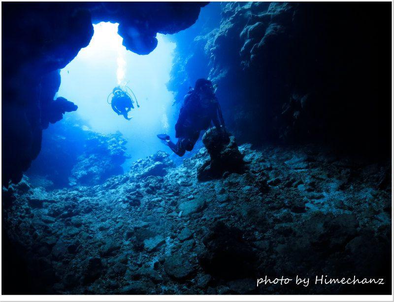 曇ってたけど青い洞窟へ♪ photo by CANON PowerShot S100