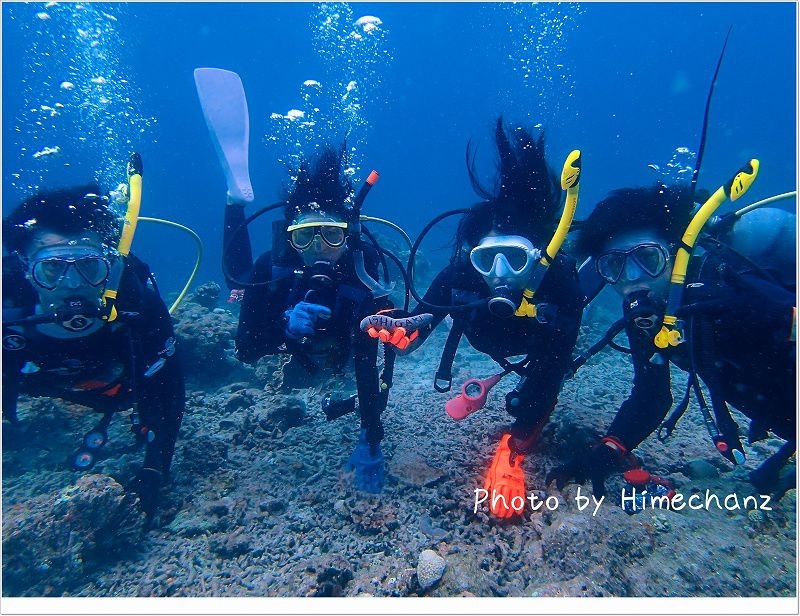 海の中にて集合写真♪ photo by OLYMPUS STYLUS TG-2 Tough