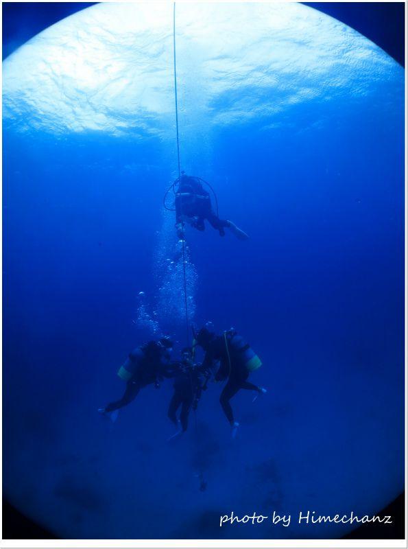 流れが強かったので潜降ロープで安全停止♪ photo by CANON PowerShot S100