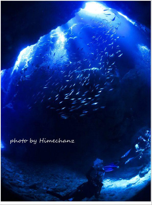 黒島の洞窟の光 photo by CANON PowerShot S100