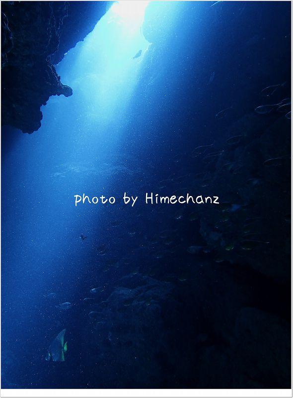 洞窟に差し込む光 photo by OLYMPUS STYLUS TG-2 Tough