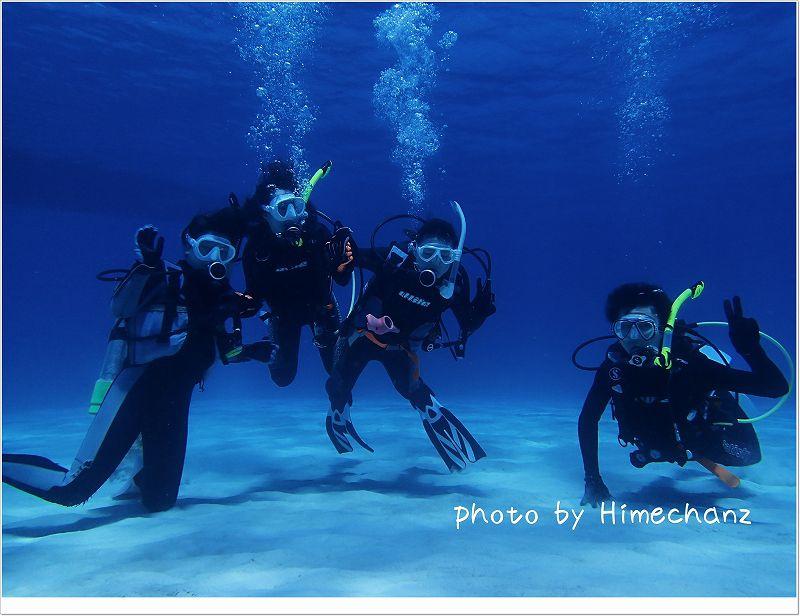 青い海の中で集合写真! photo by OLYMPUS STYLUS TG-2 Tough