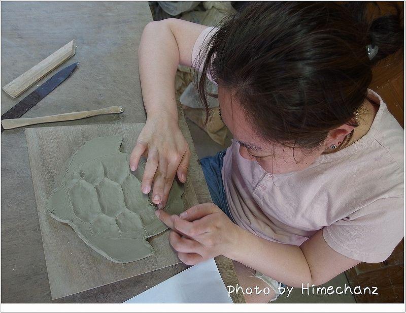 釉薬を入れた後をイメージして凹凸を作るよ~