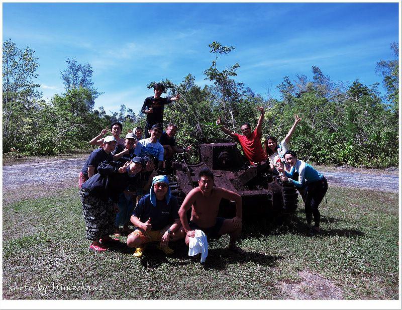 ペリリュー島の戦車の前で記念撮影♪ photo by CANON PowerShot S100