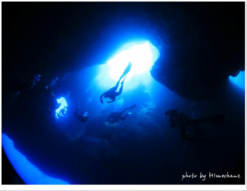 ブルーホールの光に包まれたらうっとりすること間違いなし♪ photo by CANON PowerShot S100