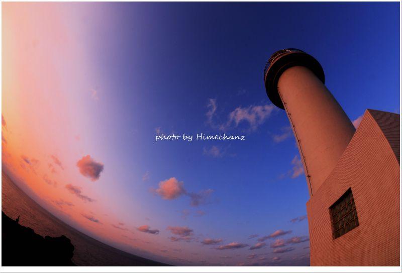 吸い込まれそうな青空に灯台が映えますね♪ photo by NIKON D300