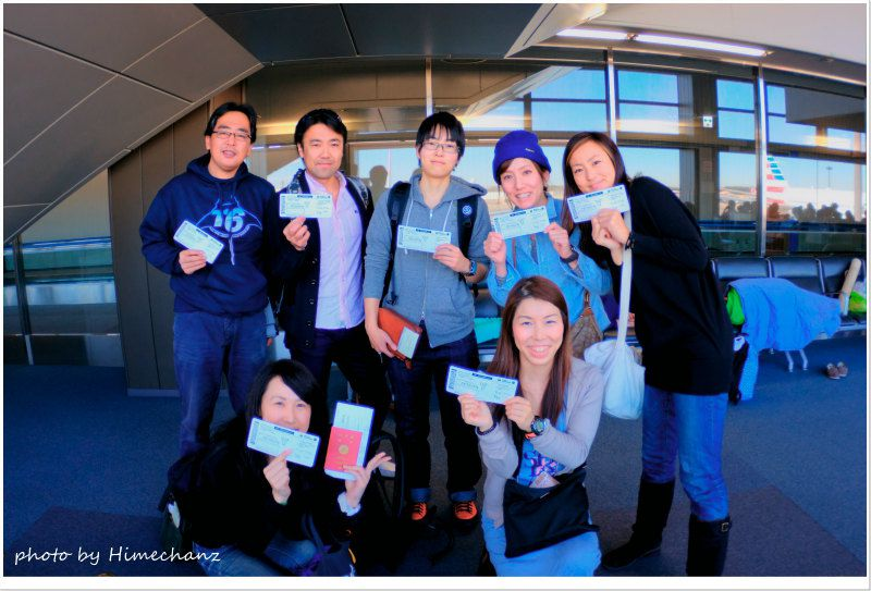 成田空港にて集合写真♪ photo by Nikon D300