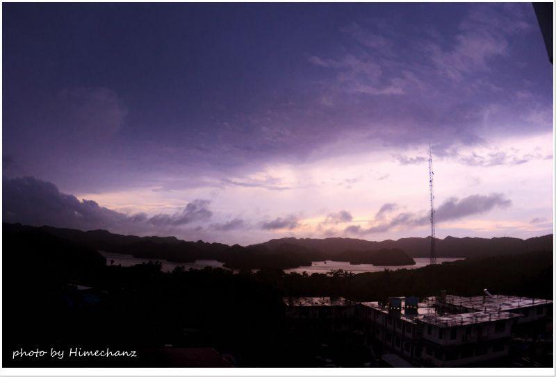 朝目覚めると晴れてたけど、分厚い雲が。。 photo by Nikon D300