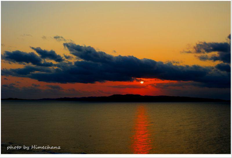 ようやく雲の切れ間から夕日が! photo by NIKON D700