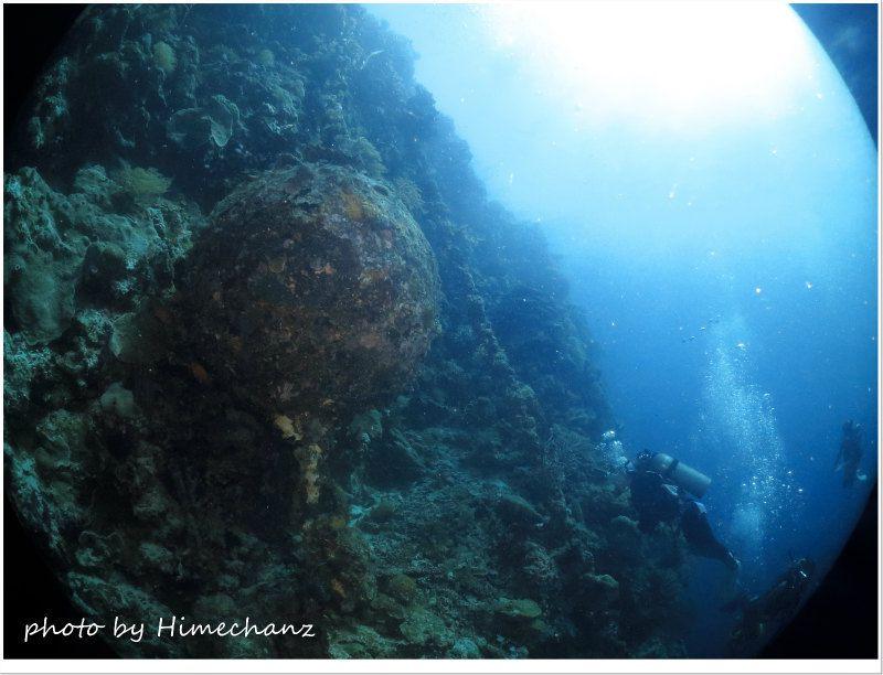 戦争時の名残、大きな鉄球がありました。 photo by CANON PowerShot S100