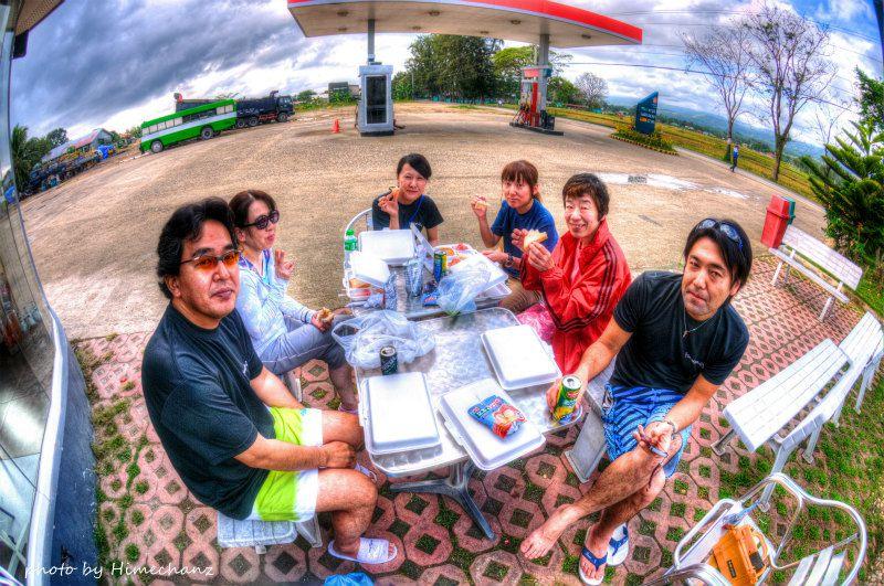 途中の休憩所で遅い朝食です♪ photo by Nikon D300