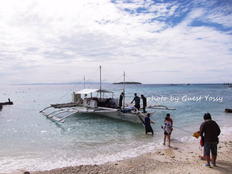 フィリピンのボートはこのようなバンカーボートタイプ。揺れが少なく快適でした♪ photo by CANON PowerShot S100