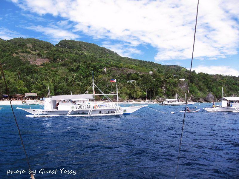 ジンベイポイントに着くと、船でいっぱい!!! photo by CANON PowerShot S100