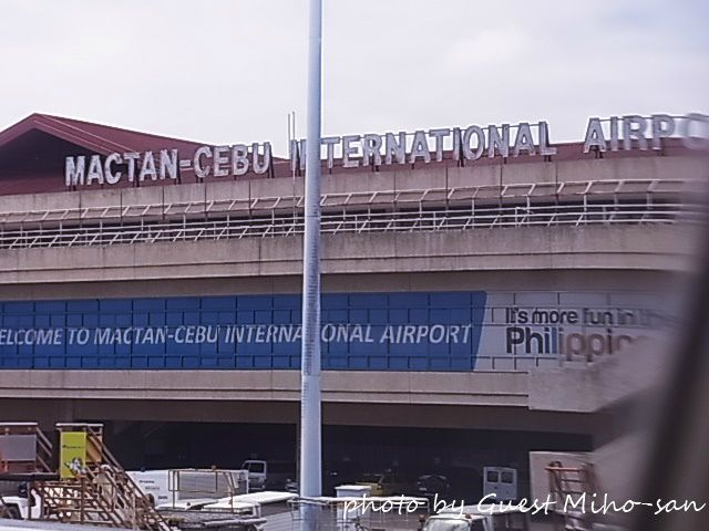 セブ空港は実は隣のマクタン島にあるんでやんすw photo by RICOH CX4