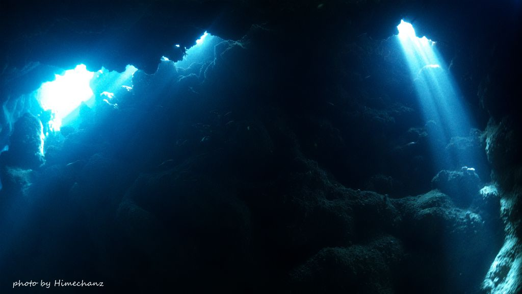 今が旬♪西表島の洞窟の光